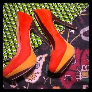 """Amazing Retro 70s velveteen 4"""" high heels"""